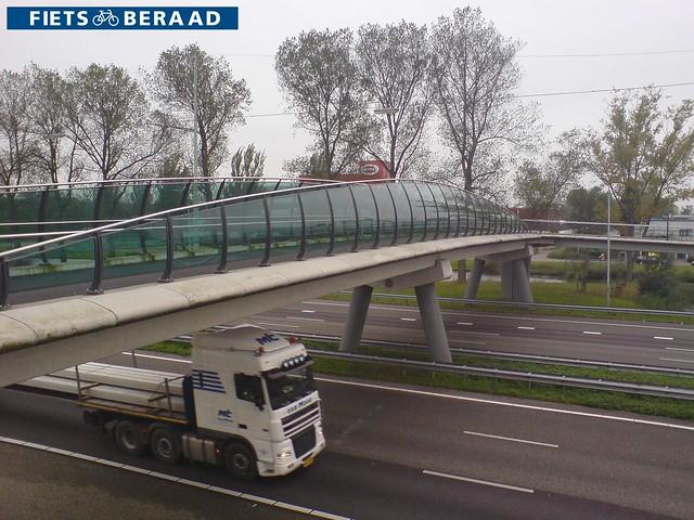 Велопешеходный мост над автомагистралью