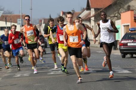 Pečky zaplavila tisícovka běžců, padaly rekordy
