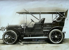 model car(0.0), military vehicle(0.0), automobile(1.0), automotive exterior(1.0), wheel(1.0), vehicle(1.0), touring car(1.0), vintage car(1.0), land vehicle(1.0), luxury vehicle(1.0), ford model t(1.0), motor vehicle(1.0),