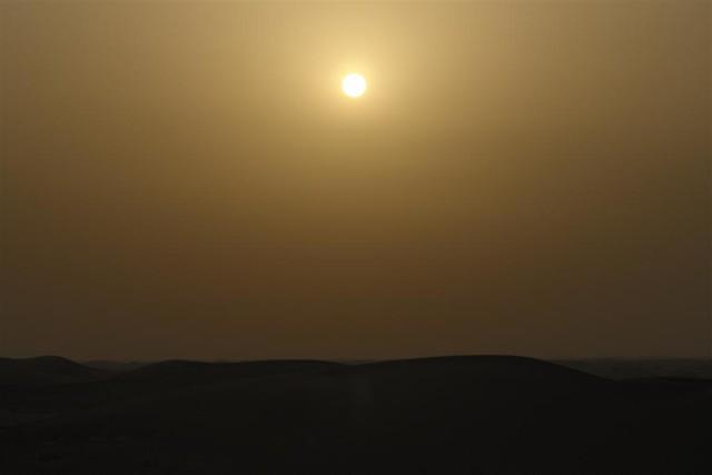 El atardecer en el desierto, con la bruma de calor, nos regala unos colores increíbles. Dubai, imprescindible safari en 4x4 - 3839725247 3a6b77a337 z - Dubai, imprescindible safari en 4×4