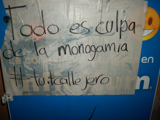 Todo es culpa de la monogamia #tuitcallejero | Flickr - Photo Sharing!
