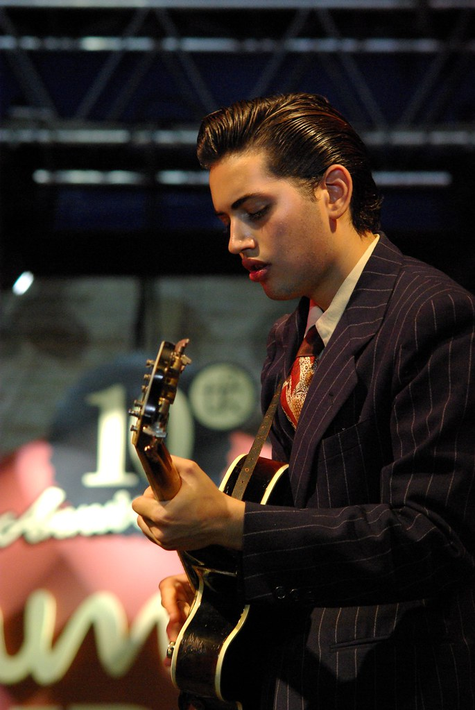 Kitty, Daisy and Lewis - Summer Jamboree 09