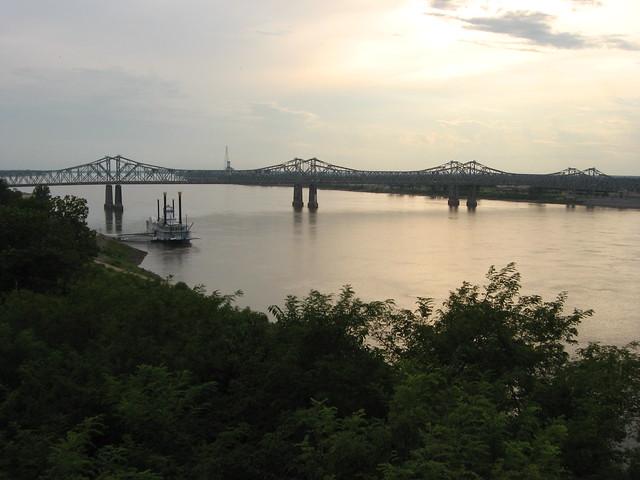 Mississippi River, Natchez, Mississippi by CC user kenlund on Flickr