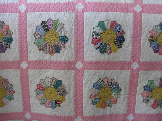 Dresden Plate Block: Free Quilt Pattern & Instructions