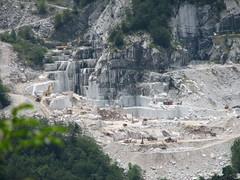 dam(0.0), landslide(0.0), cliff(0.0), valley(1.0), rockfall(1.0), geology(1.0), terrain(1.0), quarry(1.0),