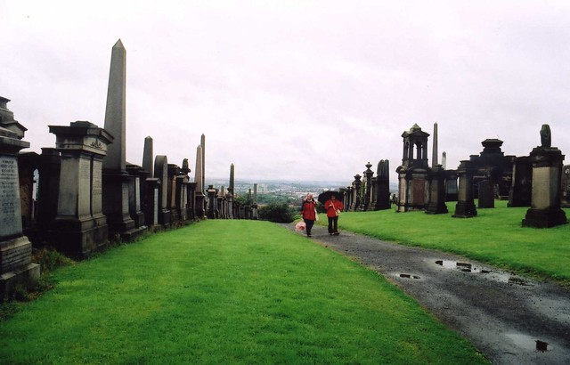 walking in the glasgow necropolis - Snap 4