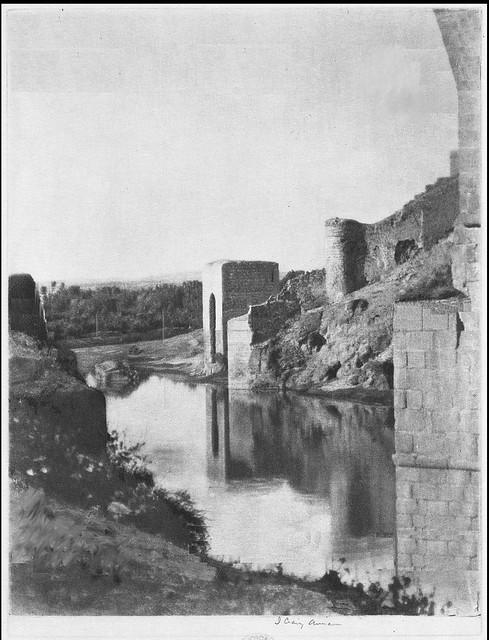 Baño de la Cava desde el Puente de San Martín hacia 1914. Fotografía de James Craig Annan