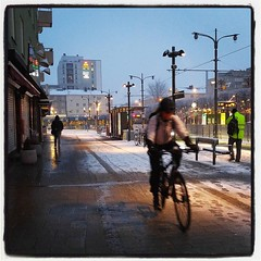 Ja, det snöar. Blött. #isch