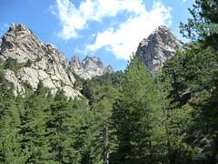 Le sentier vers Belle e Buone après Spelonche : le col à franchir à gauche du Monte Facciatu