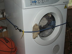 clothes dryer(1.0), major appliance(1.0), washing machine(1.0), laundry(1.0),