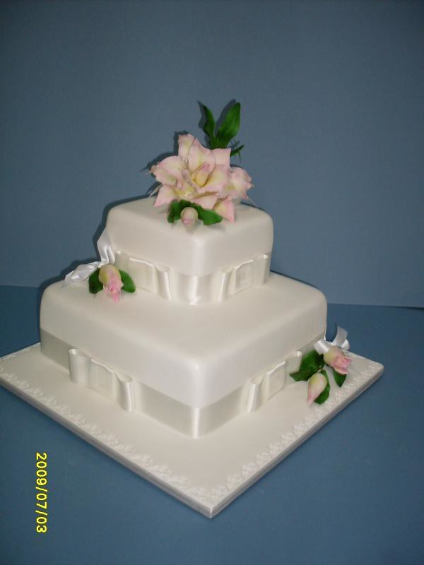 Cake Decorating Course Toowoomba : Standard one and two tiered wedding cakes Toowoomba ...