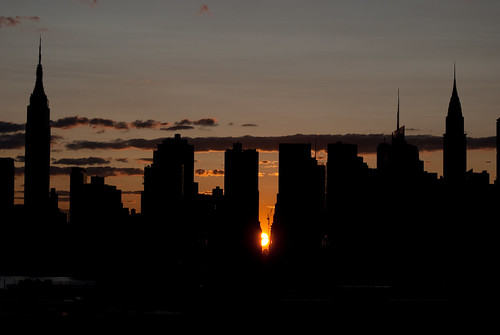 nyc bridge sunset sun newyork skyline manhattan 180 queens solstice hunterspoint lic 2009 greenpoint longislandcity manhattanhenge pulaski 38thstreet explored streetgrid july12th 823pm arianyswilsonphotography