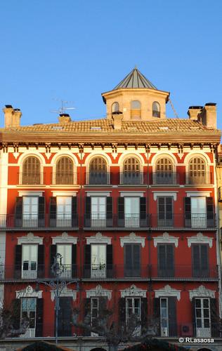 Fachada del Palacio Goyeneche, elegante palacio barroco del siglo XVIII situado en la Plaza del Castillo.