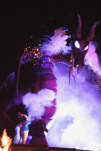 Fantasmic! - The new dragon and Mickey Mouse