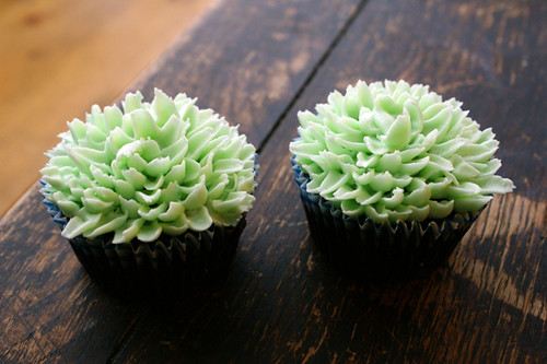 green dahlia buttercream cupcakes