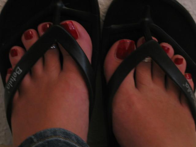 Sorry, Black women feet in flip flops toenails