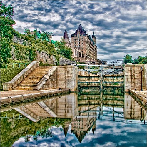 canada reflection ottawa capital locks hdr lochs rideaucanal chateaulaurier digitalcameraclub viamoi boatpassage