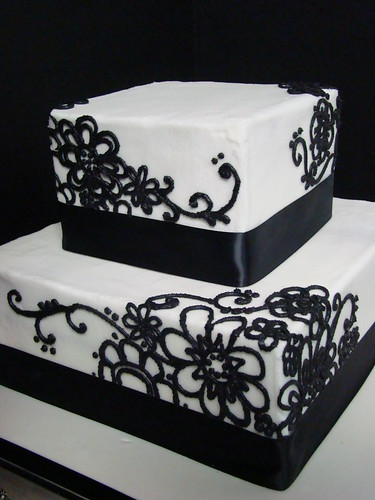 black daisy wedding cake
