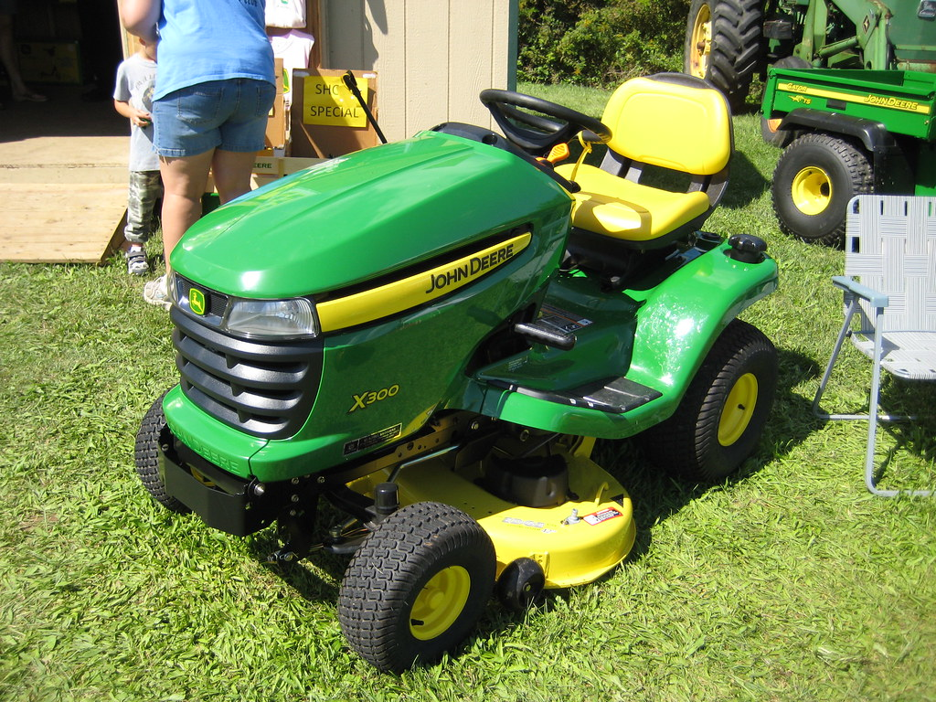 john deere x300 lawn tractor a photo on flickriver. Black Bedroom Furniture Sets. Home Design Ideas