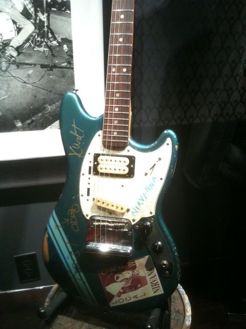 Kurt cobain with guitar