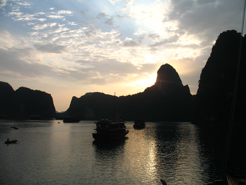 Morning on Ha Long Bay (2)