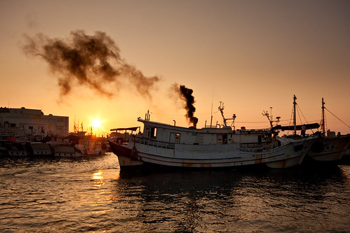 morning travel sunrise boat tour power smoke penghu 澎湖 船 日出 magong 馬公 漁船 第二漁港