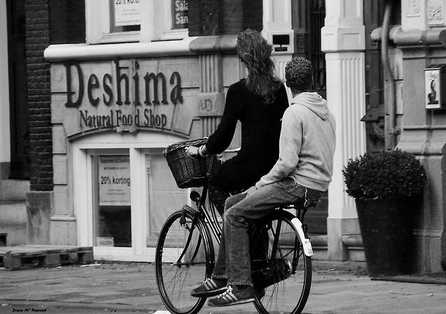 Paseando en bicicleta por Amsterdam