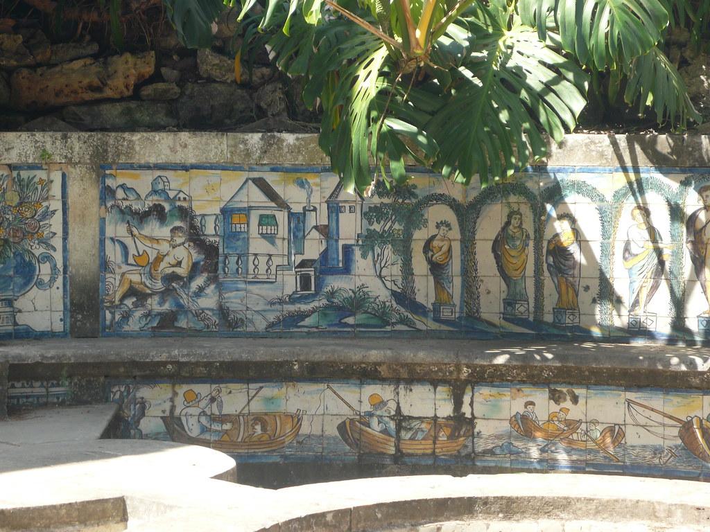 Azulejos polychromes sur les bancs de la Casa do Fresco (Pavillon de la fraîcheur) - Palacio da Fronteira