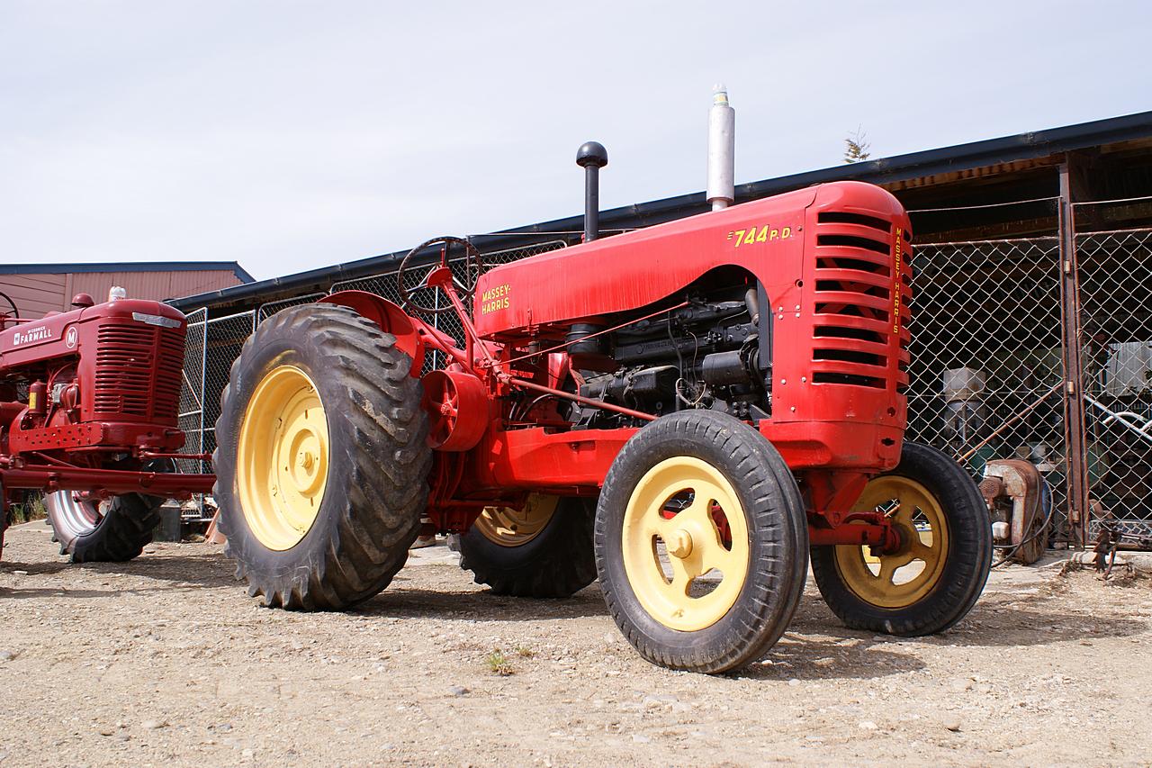 Massey Harris 744 : Massey harris perkins diesel tractor a photo on