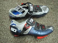 ball(0.0), sneakers(0.0), athletic shoe(0.0), outdoor shoe(1.0), bicycle shoe(1.0), footwear(1.0), white(1.0), shoe(1.0), black(1.0),
