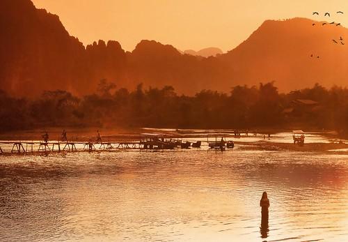 river laos karst vangvieng