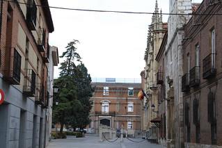 Image de Universidad de Alcalá de Henares. españa canon spain 2009 comunidaddemadrid alcaládehenares universidadcomplutense ccby universidaddealcalá canoneos1000d 13122009 diciembrede2009 callepedrogumiel cuartelesdelpríncipeylepanto