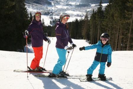 Šumavský Ski&Bike Špičák – lyžování, testování i seskoky padákem