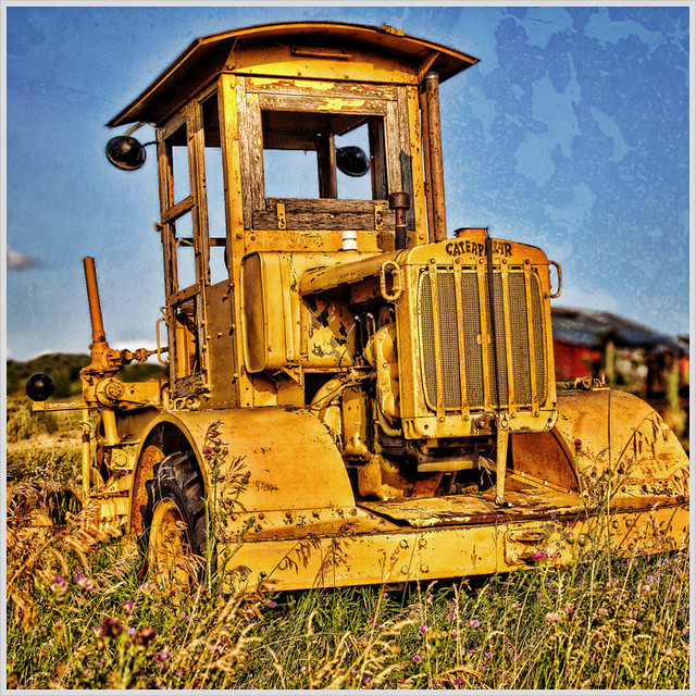 Old Antique Caterpillar Tractors : Old caterpillar tractor an on