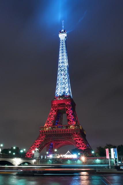 La tour eiffel aux couleurs de la turquie flickr photo - Couleur de la tour eiffel ...