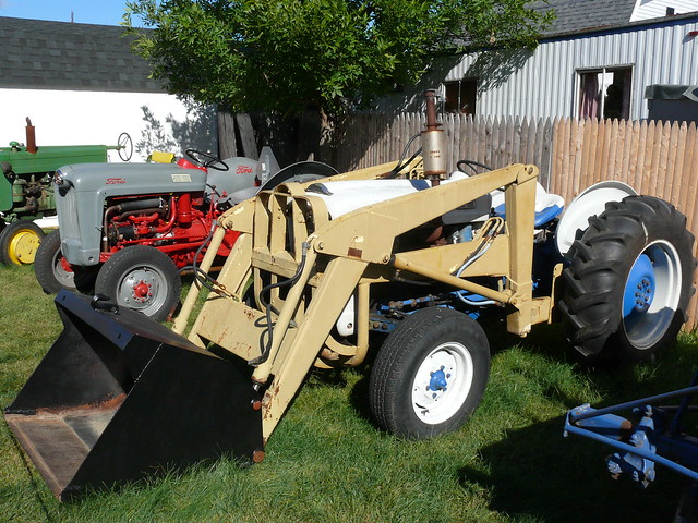 1963 Ford Tractor Model 2000 : Ford tractor with hydraulic loader flickr photo sharing
