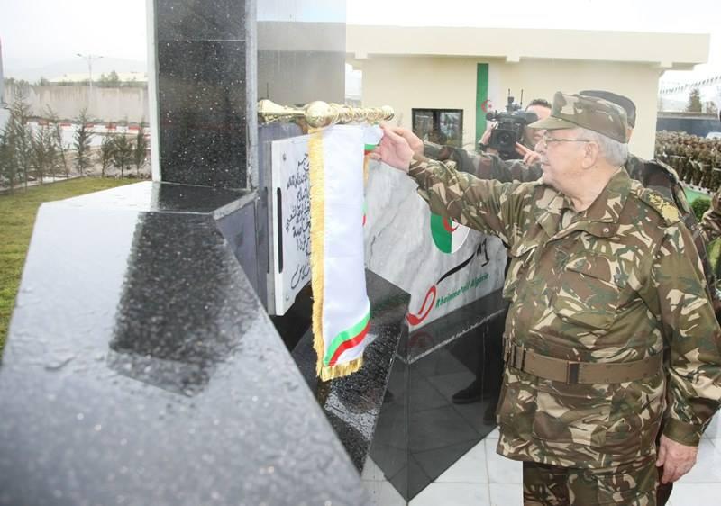 الصناعة العسكرية الجزائرية ... مدرعات ( فوكس 2 ) - صفحة 6 32971321752_17a901aec6_o