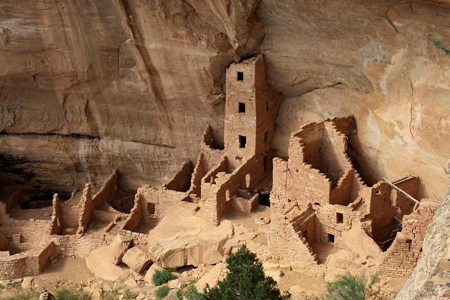 断崖絶壁に築かれた古代プエブロ族の絶景住居「メサ・ヴェルデ」