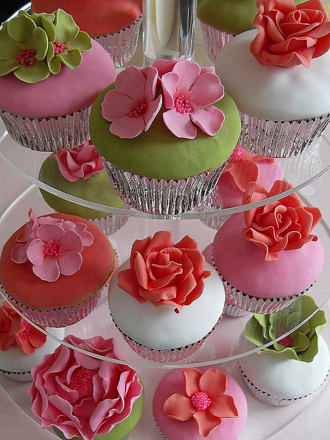 Flower cupcakes by Cotton and Crumbs