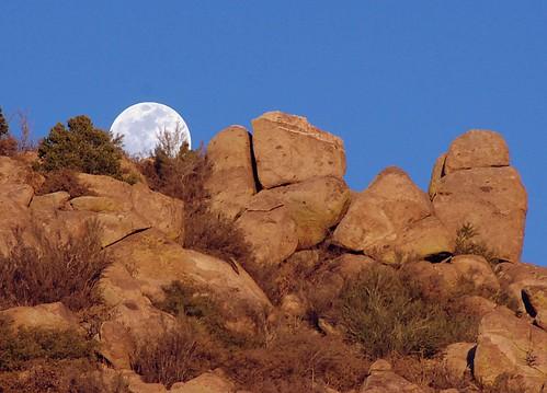 sunset moon mountains newmexico rocks albuquerque watermelon ridge moonrise scrub sandia sandiamountains msoller