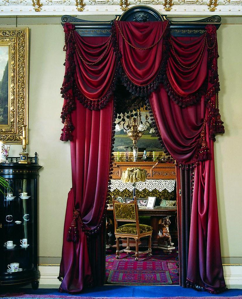 Victorian velvet curtains - Klunkelejligheden