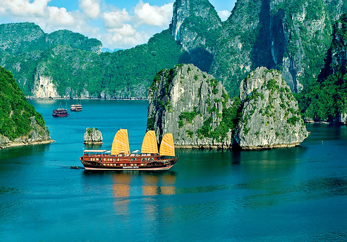 halong bay cruises tours travel guide. Black Bedroom Furniture Sets. Home Design Ideas