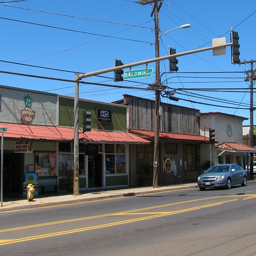 The intersection of Baldwin Ave and Hana Hwy is the center of Paia.