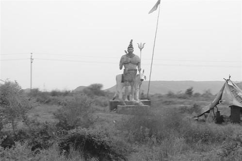 Figura en la entrada del pueblo Karauli, el día que me convertí en un Maharajá en la India - 4171811291 ccd9699e39 - Karauli, el día que me convertí en un Maharajá en la India