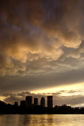 storm building skyline architecture clouds winnipeg manitoba mammatus