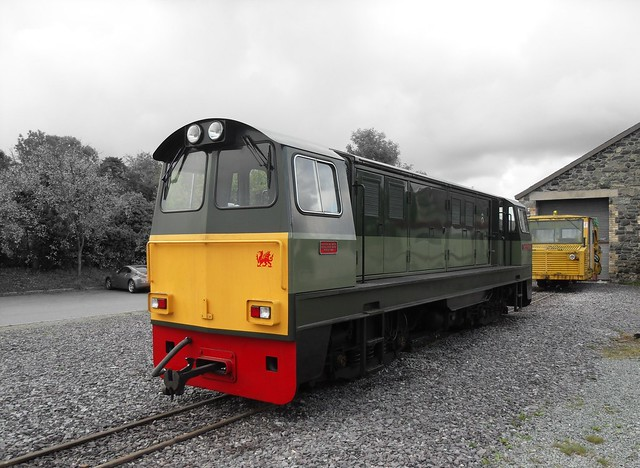 vale of ffestiniog and tampa at dinas the welsh highland railway ...