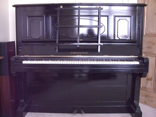 Upright piano definition meaning for Small upright piano dimensions