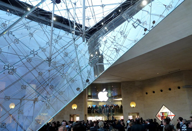 Apple Store Paris D Day Au Carrousel Du Louvre C