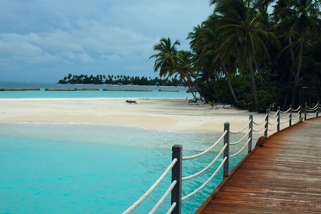 Walkway, Vilu Reef Beach & Spa Resort