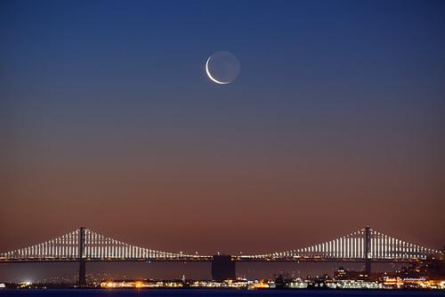 waning crescent waningcrescent moon moonrise bay bridge baybridge light baylight san francisco sanfrancisco luckysnapshot sfist sunrise morning 三藩市 月